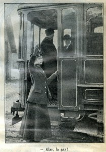Fotografi fra Norske Intelligenssedler, 1917. Avisutklippsbøker fra arkivet etter A/S Bærumsbanen, 1913-1916 og 1916-1917. Foto: Narve Skarpsmoen.