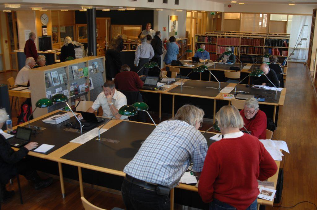 slektsforskerdag-pa-byarkivet-2011-lesesalen