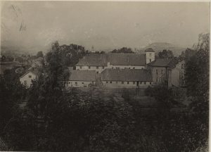 Bilde av Oslo hospital ca. 1880. Fotograf ukjent.