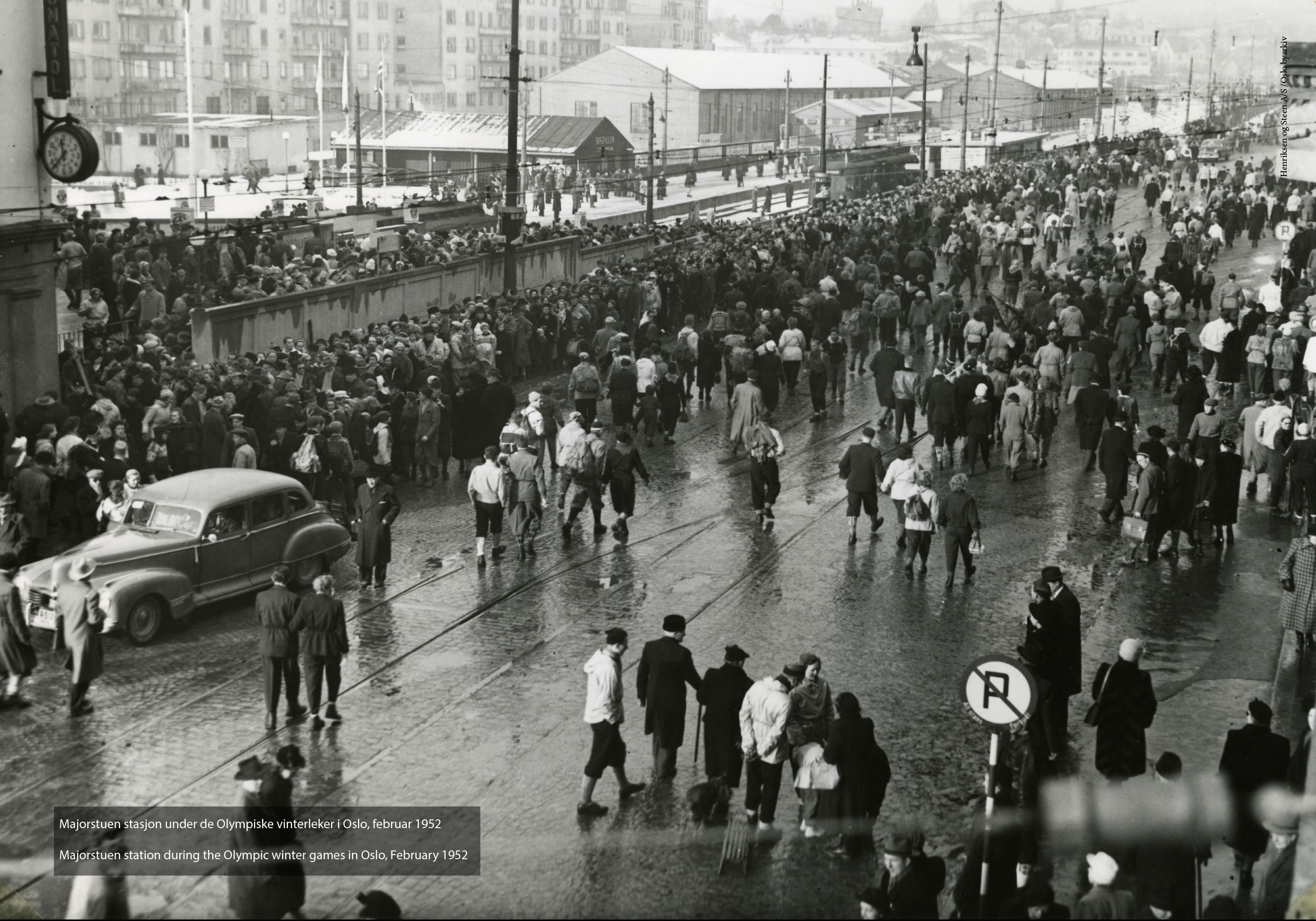 Kong Haakon VII åpner Nationalteateret stasjon og undergunnsbanen til Majorstuen 28. juni 1927. Fotograf ukjent.(A-40203_Uaa_0004_021)