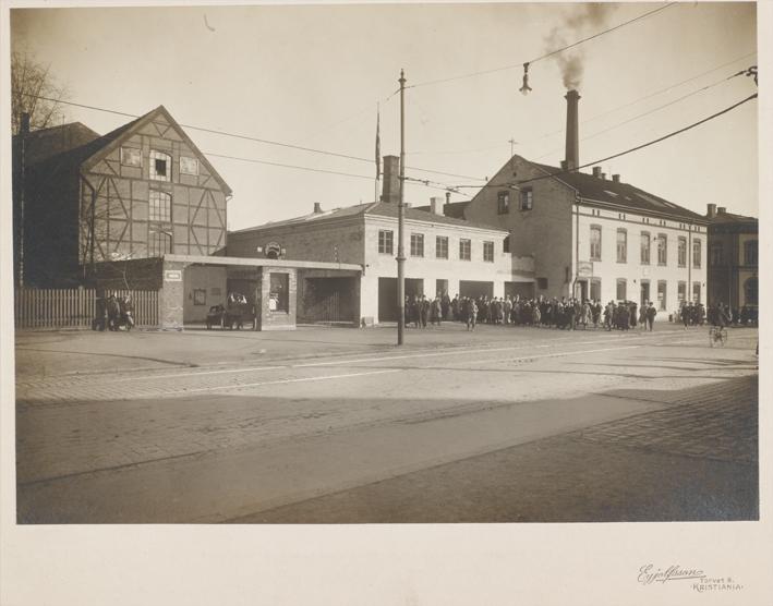 Blå Kors kjøpte Storgata 38 i 1920. I 1940 ble det nåværende bygget oppført. Fotograf ukjent.